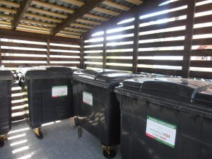 Par Pirmās ielas 37, 39, 41 un 43 māju atkritumu laukumu